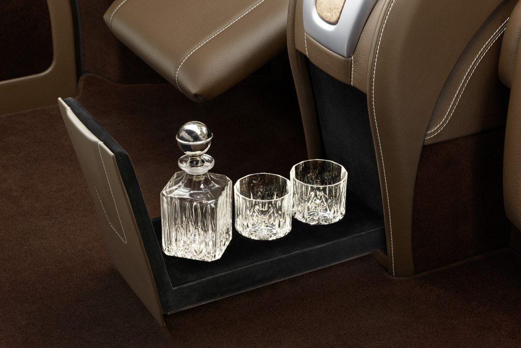 Cалон Mercedes Benz V-VIP. Фото 8, А1 Авто.